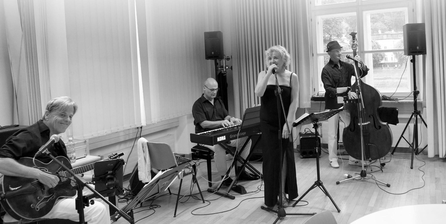 Honey Rose Quartett Salzburg - Hanna Rose singt mit Liveband Klassiker der deutschen Musikgeschichte
